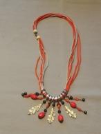 Ancien Collier De Fantaisie Avec Feuilles De Chêne Et Perles (poids : 29 Gr. - Longueur 38 Cm) - Kettingen