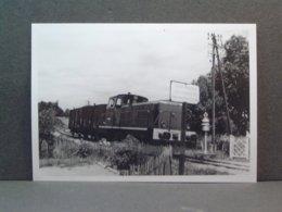 Saulieu Arrivée D'un Train Marchandise Tracté Par Un Diesel BB Le 11 Juillet 1970 - Trains