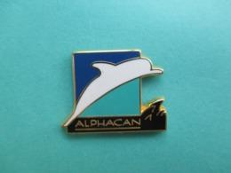 Pins Arthus Bertrand , Dauphin , Alphacan ( 2,3cms X 1,7cm , Environ ) - Arthus Bertrand