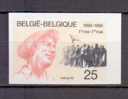 2366 één Mei ONGETAND POSTFRIS**  1990 - Belgique