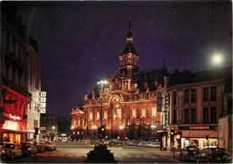 59 - Roubaix - Les Illuminations : L'Hôtel De Ville - Automobiles - Vue De Nuit - Voir Scans Recto-Verso - Roubaix