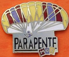 LL   946....PARAPENTE - Badges