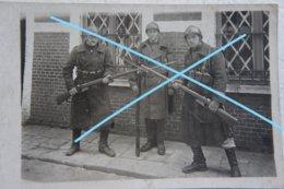 Photo ABL Beverlo Circa 1925 Soldats Belges Equipement Fusil Mauser Militaria Beelgische Leger - Oorlog, Militair