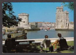 75299/ LA ROCHELLE, L'entrée Du Vieux Port Et Les Tours - La Rochelle