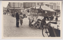 CARTE PHOTO : PLACE DE LA CHAPELLE DE BRUXELLES EN 1953 - MARCHE AUX POISSONS - MAGASIN DE BALANCES MELOT -z 2 SCANS Z- - Mercati