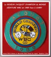 SUPER PIN'S BOXE : La RARE CEINTURE CHAMPION Du MONDE WBC De René JACQUOT DEMONS Et MERVEILLES 1989  D=3,5cm - Pugilato