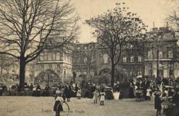 PARIS  Square Du Temple Les Enfants Et Les Nounous RV - Piazze
