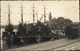 Photo Cp Kriegsschiffe 136, 122 Und Weitere Im Hafen - Schiffe