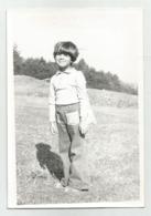 Boy Pose For Photo   Q939-246 - Persone Anonimi