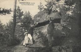CARTE POSTALE ORIGINALE ANCIENNE : NOIRETABLE LA PIERRE BRANLANTE DOLMEN  ANIMEE  LOIRE (42) - Dolmen & Menhirs