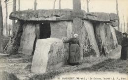 CARTE POSTALE ORIGINALE ANCIENNE : BAGNEUX LE DOLMEN L'ENTREE  ANIMEE MAINE ET LOIRE (49) - Dolmen & Menhirs