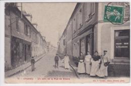 60 CHAMBLY Un Coin De La Rue De Gisors ,façade Charcuterie François ,avec Bouchers Avec Leurs Tabliers - France