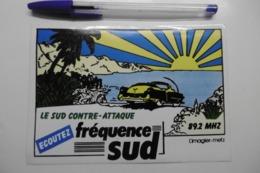 "Autocollant Stickers Médias RADIO FREQUENCE SUD 89.2 MHZ ""Le SUD Contre-attaque"" - Pegatinas"