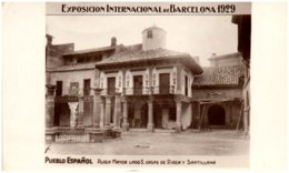 EXPOSICION INTERNACIONAL De BARCELONA 1929 - Pueblo Espanol - Plaza Mayor Lado S. Caszs De Riaza Y Santillana - Barcelona