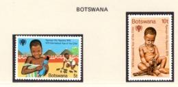 YEAR INTERN. OF CHILD - BOTSWANA  - Mi. Nr.  237/238 - NH - (6532-16.) - Botswana (1966-...)