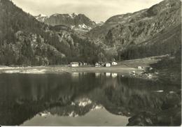 Paesaggio Alpino Con Le Montagne Che Si Specchiano Nel Lago - Agricoltura