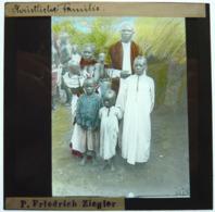 MISSIONNAIRE EN AFRIQUE ÉQUATORIALE - Diapositiva Su Vetro
