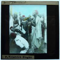MISSIONNAIRE EN AFRIQUE ÉQUATORIALE - Glass Slides