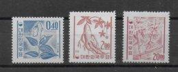 COREE - YVERT 276 + 279 (PETIT PLI) + 283A  ** MNH - COTE = 23.5 EUR. - Corée Du Sud