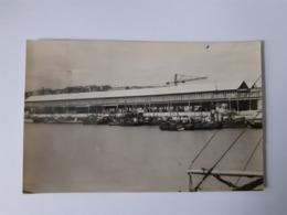 Bateaux De Pêche Et La Halle Aux Poissons - Boulogne Sur Mer