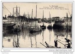 Concarneau - Entrée Des Barques De Pêche Dans Le Bassin (belle Animation) - Concarneau