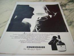 ANCIENNE PUBLICITE MOMENT CHALEUR COGNAC  COURVOISIER   1966 - Alcohols