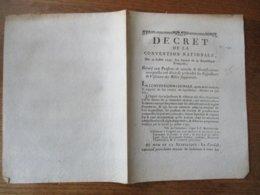 DECRET DE LA CONVENTION NATIONALE DU 22 JUILLET 1793 RELATIF AUX PENSIONS DE RETRAITE & GRATIFICATIONS AUXQUELLES ONT DR - Decrees & Laws