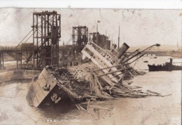 Carte Photo : Bateau , Naufrage Du SS Walkure   Barry Docks (Wales) German Cargo 1942 - Boten