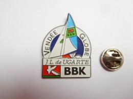 Superbe Pin's , Marine Bateau Voilier , Transat , Vendée Globe , José Luis De Ugarte , BBK - Boten