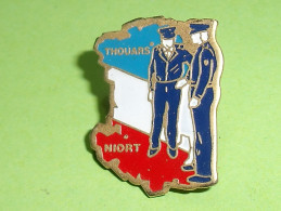 Pin's / Militaria : Gendarmerie De Thouars 79 , Niort  TB1S - Militaria