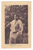 Madagascar Jeune Femme Hova En 1927 VOIR DOS TIMBRE Edit Etablissements Lavigne Tananarive - Madagascar