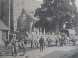 CARTE POSTALE Ancienne De INCHY En ARTOIS Pas De Calais 62 EGLISE GRANDE RUE Vers 1920 Avec 12 Personnages - France