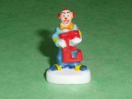 Fèves / Autres / Divers / Alimentation / Clown : Les Clowns De L'épiphanie , Lettre E    T64 - Sorpresine
