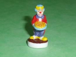 Fèves / Autres / Divers / Alimentation / Clown : Les Clowns De L'épiphanie , Lettre C  T64 - Geluksbrengers