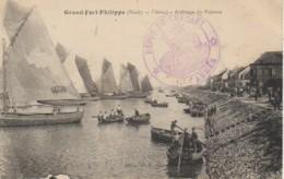 59 GRAND-FORT-PHILIPPE  Le Chenal - Arrivage Du Poisson - Autres Communes