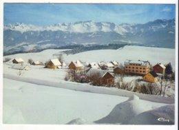 CPM/CPSM - SAINT HILAIRE DU TOUVET - La Chaîne De Belledonne Et Les Chalets - Saint-Hilaire-du-Touvet