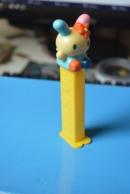 Rare Pez Lapin Dans Hello Kitty  Fabrication Chine - Pez