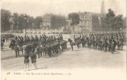 PARIS - Une Revue De La Garde Républicaine - France