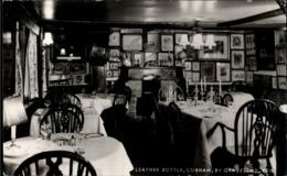 !  Postcard Cobham, Kent, Restaurant Leather Bottle - Angleterre