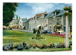 CITROEN DS, PEUGEOT 203, à La Roche Posay Les Bains (86) - Passenger Cars