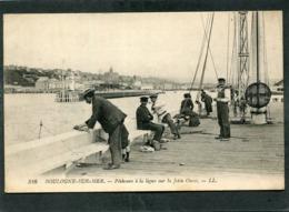 CPA - BOULOGNE SUR MER - Pêcheurs à La Ligne Sur La Jetée Ouest - Boulogne Sur Mer