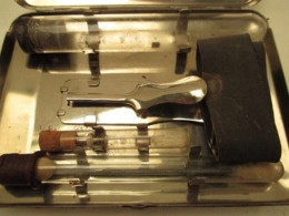 Petit Coffret  Inox  De Medecine De Campagne Garot  - Aiguille-b 14 Cm X 10 En L'etat - Armes Neutralisées
