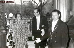 GRANDE PHOTOGRAPHIE JACQUES CHIRAC ET BERNADETTE AU QUAI D'ORSAY POLITIQUE PRESIDENT FRANCAIS PREMIER MINSITRE - Personalidades Famosas