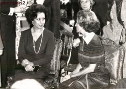 GRANDE PHOTOGRAPHIE BERNADETTE CHIRAC ET Mme EANES PORTUGAL PRESIDENT FRANCAIS PREMIER MINISTRE - Personalidades Famosas