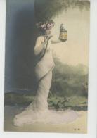 FEMMES - FRAU - LADY - Jolie Carte Fantaisie Portrait Femme Nue Sous Voile Tenant Un Lampion (seins Nus ) Et Serpent - Women