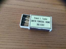 """Boîte D'allumettes En Bois États-Unis Dessus Métal Gravé """"Ernest J. Taylor SMITH FUNERAL HOME"""" - Boites D'allumettes"""