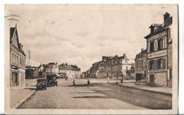CPSM  Au PF Et En NB De  PONT  De  L' ARCHE  (27)  -   La   Place   Deschamps   //    Bon  Etat - Pont-de-l'Arche