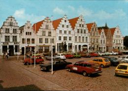 ! Moderne Ansichtskarte Friedrichstadt, Autos, Cars, PKW Ford , Volvo, VW Golf, Renault - Passenger Cars