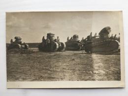 Foto Photo Ak Groupe Char Tank Panzer Renault Soldats Francais - Ausrüstung