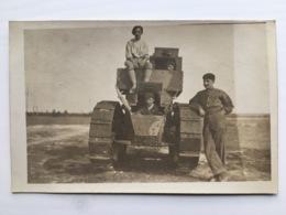 Foto Photo Ak Char Tank Panzer Renault Soldats Francais Uniform - Ausrüstung